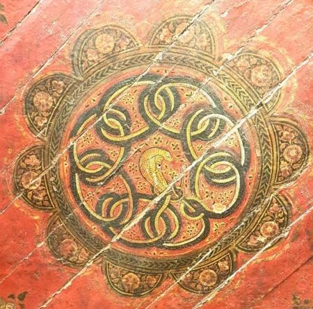 antike Holzdecke Schlange