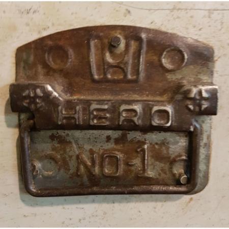 "alte Kiste / Box ""Hero No.1"""